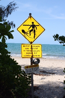 port-douglas-4-mile-beach-stinger-sign
