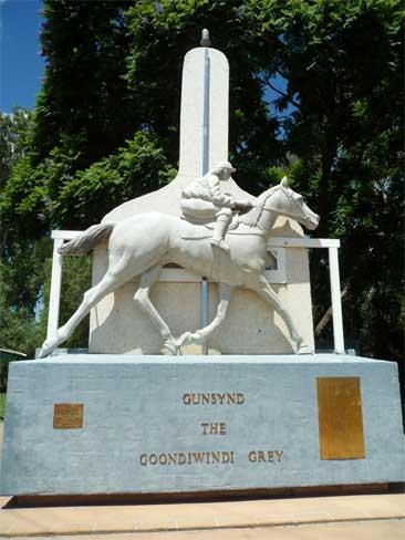 Gunsynd-horse-monument-Goondiwindi